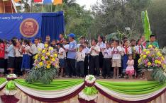 Hongsa children open the 2010 Elephant Festival